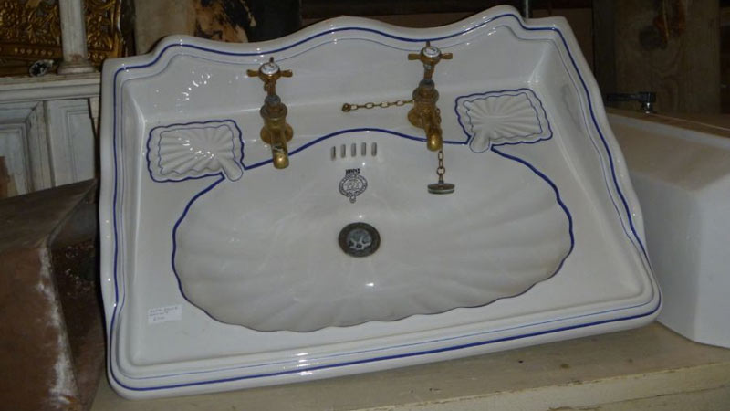 Decorative sink with nice detailing. Gallery Image