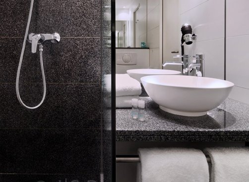 Hotel bathrooms Gallery Image