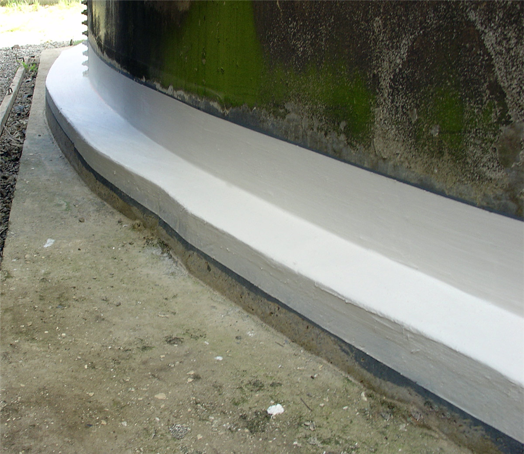 Flexible membrane effectively seals tank base Gallery Image