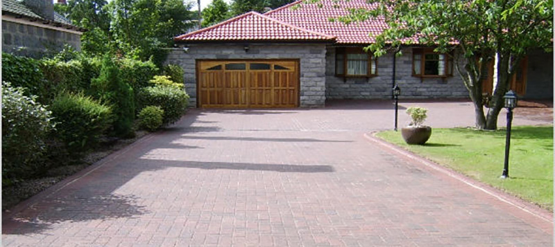Driveway Clean & Re-sand Gallery Image